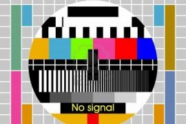 Блондинка и белый телевизор