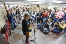 Призрак оперы в подземном переходе у Гостиного Двора