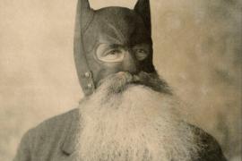Прототип Бэтмена – Билл Смит – крепкий старик с густой бородой