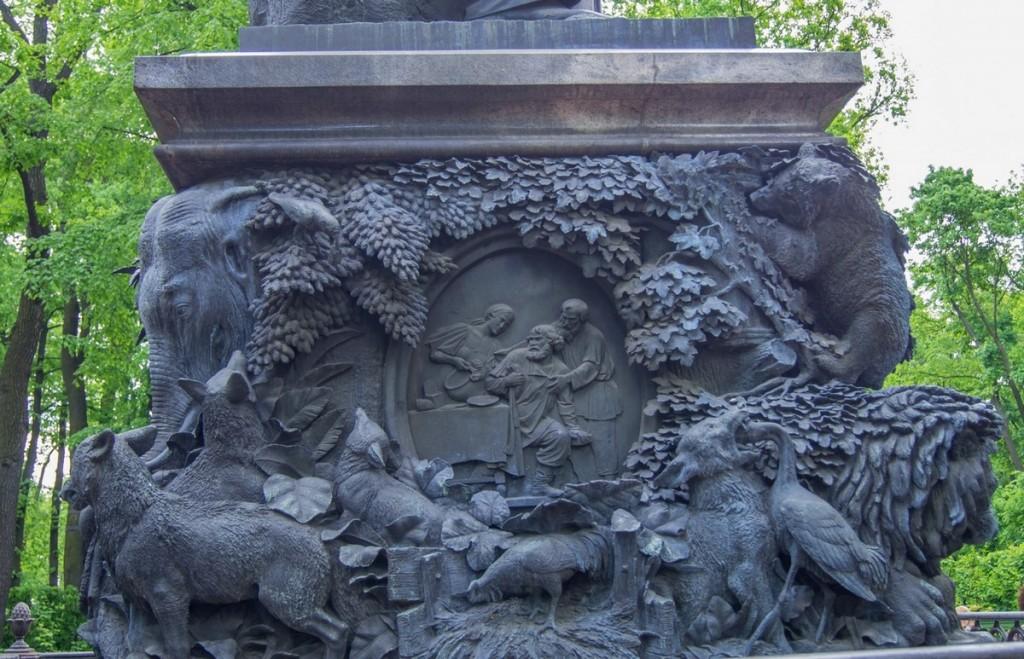 картинка памятника крылову в петербурге следует помнить